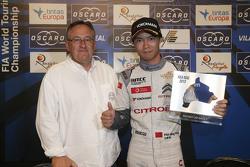Ma Qing Hua, Citroën World Touring Car team bersama the fastest lap trofi