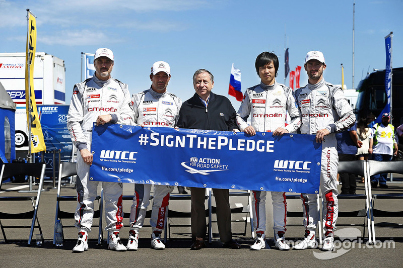 Citroen drivers group photo with Jean Todt, FIA president