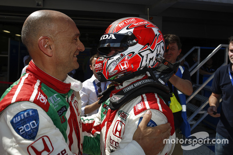 Race winner Tiago Monteiro, Honda Civic WTCC, Honda Racing Team JAS with Gabriele Tarquini, Honda Ci