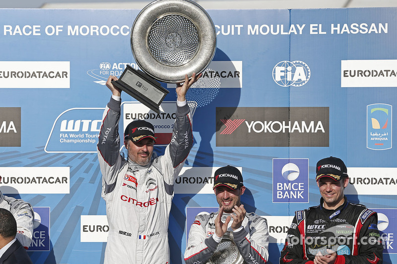 Podium: winner Yvan Muller, Citroën C-Elysee WTCC, Citroën World Touring Car team, third place Jose Maria Lopez, Citroën C-Elysee WTCC, Citroën World Touring Car team and Tom Chilton, Chevrolet RML Cruze TC1, ROAL Motorsport