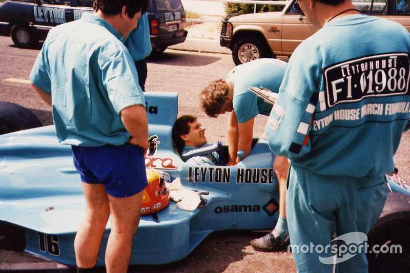 Mauricio Gugelmin in the Leyton House March 882