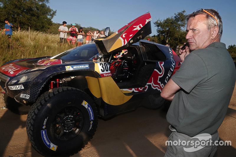 Etienne Lavigne and #302 Peugeot: Stéphane Peterhansel, Jean-Paul Cottret