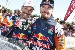 Jordi Viladoms en winnaar bij de motoren Toby Price
