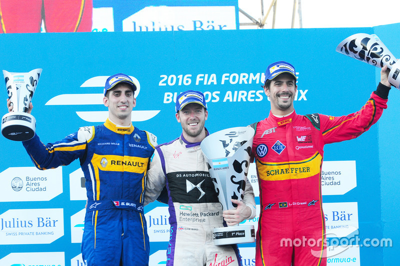 Podio: ganador Sam Bird, DS Virgin Racing Formula E Team; segundo lugar Sébastien Buemi, Renault e.Dams, y el tercer lugar Lucas di Grassi, ABT Schaeffler Audi Sport