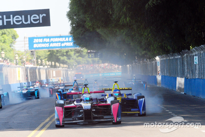 Sam Bird, DS Virgin Racing Formula E Team lidera en la primera curva