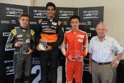 Подиум: Джехан Дарувала (победитель), Ландо Норрис (второе место), Чжоу Гуанью (третье место)