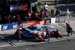 Arrêt aux stands pour Bobby Labonte, Joe Gibbs Racing Toyota