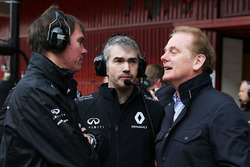 Alan Permane, Renault Sport F1 Team Trackside Operations Director with Nick Chester, Renault Sport F1 Team Chassis Technical Director and Jonathan Palmer