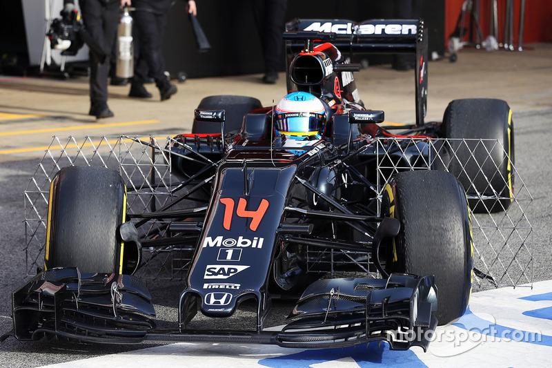 Fernando Alonso, McLaren MP4-31 running sensor equipment