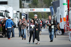 Nico Hulkenberg, Sahara Force India F1 con un fan