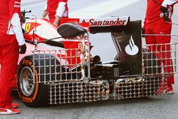 Kimi Raikkonen, Ferrari SF16-H, in pista con i sensori per i rilievi aerodinamici