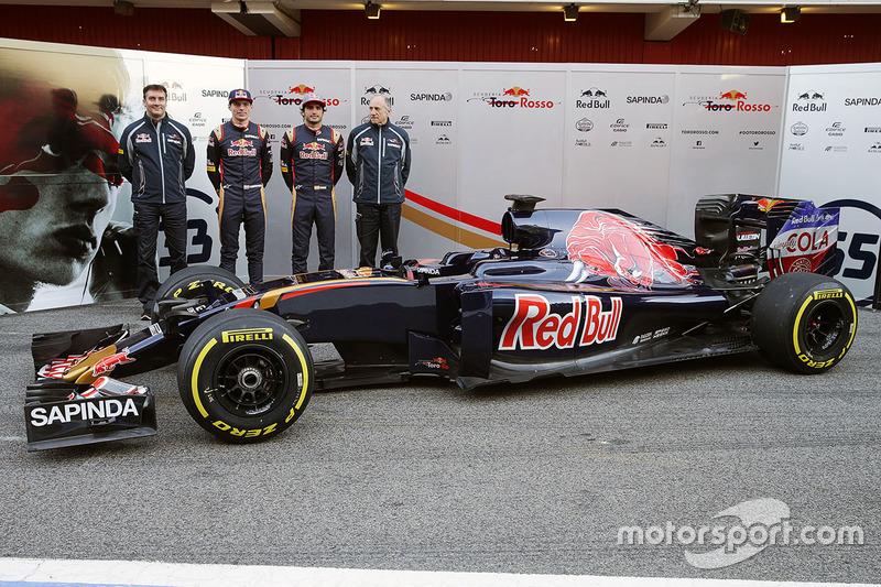 James Key, Director técnico de Toro Rosso con Max Verstappen, Scuderia Toro Rosso, Carlos Sainz Jr., Toro Rosso y Franz Tost, Scuderia Toro Rosso Director del equipo y el Scuderia Toro Rosso STR11