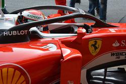 """Kimi Räikkönen, Ferrari SF16-H avec le système de protection du cockpit type """"halo"""""""