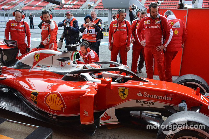 Kimi Raikkonen, Ferrari SF16-H, com o conceito de cockpit Halo