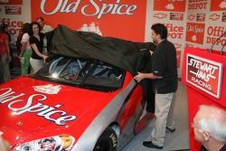 Tony Stewart uncovers the new #14 Old Spice Car
