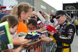 Mark Martin signs autographs