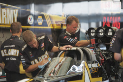 ARMY Top Fuel Crew at work