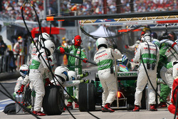 Rubens Barrichello, Honda Racing F1 Team, RA108 pit stop