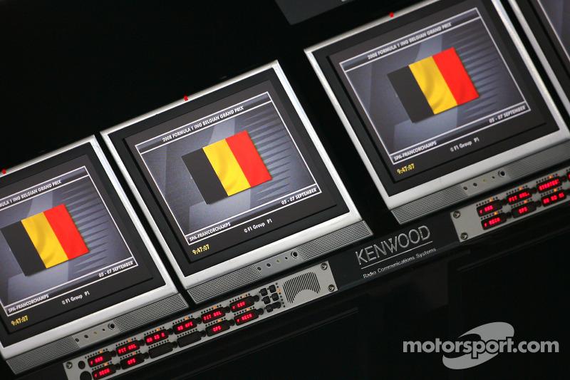 McLaren Mercedes pitwall screens