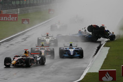Accidente de Javier Villa, Racing Engineering, Vitaly Petrov, Campos Grand Prix y Andreas Zuber Piquet Sport