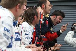 Scuderia Toro Rosso celebra la victoria de Vettel