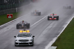 Start of the race under safety car