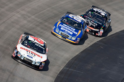 David Ragan leads Carl Edwards and Jason Leffler
