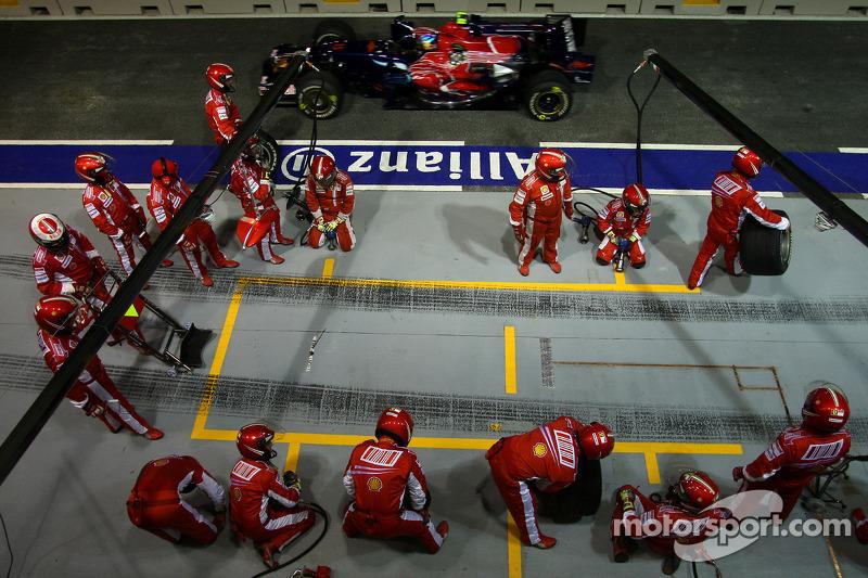 Scuderia Ferrari, Boxencrew; Sebastian Vettel, Scuderia Toro Rosso