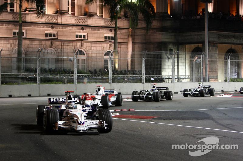Nick Heidfeld, BMW Sauber F1 Team, F1.08; Jarno Trulli, Toyota Racing, TF108