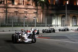 Nick Heidfeld, BMW Sauber F1 Team, F1.08 leads Jarno Trulli, Toyota Racing, TF108