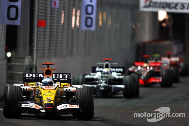... übernimmt die Führung und gewinnt vor Nico Rosberg und Lewis Hamilton