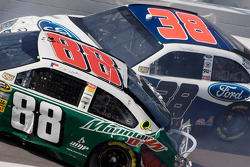 Crash: Dale Earnhardt Jr. und David Gilliland