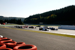 Leading at the start: #10 Manfredo Rossi di Montelera, Brabham BT44, and #24 Michael Lyons, Hesketh 308E
