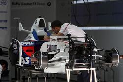 Mechanics work on the car of Nick Heidfeld, BMW Sauber F1 Team