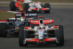 Adrian Sutil, Force India F1 Team, VJM-01 leads Sébastien Bourdais, Scuderia Toro Rosso, STR02
