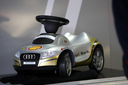 Александр Према, Audi Sport Team Phoenix, Audi A4 DTM стал отцом 22 октября и сделал такую забавную наклейку на свой автомобиль