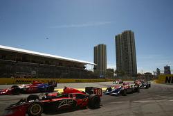 Race start: Bruno Junqueira (Dale Coyne Racing)