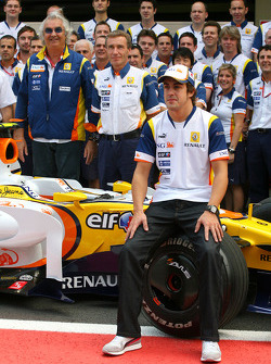 Fernando Alonso, Renault F1 Team and Flavio Briatore, Renault F1 Team, Team Chief, Managing Director