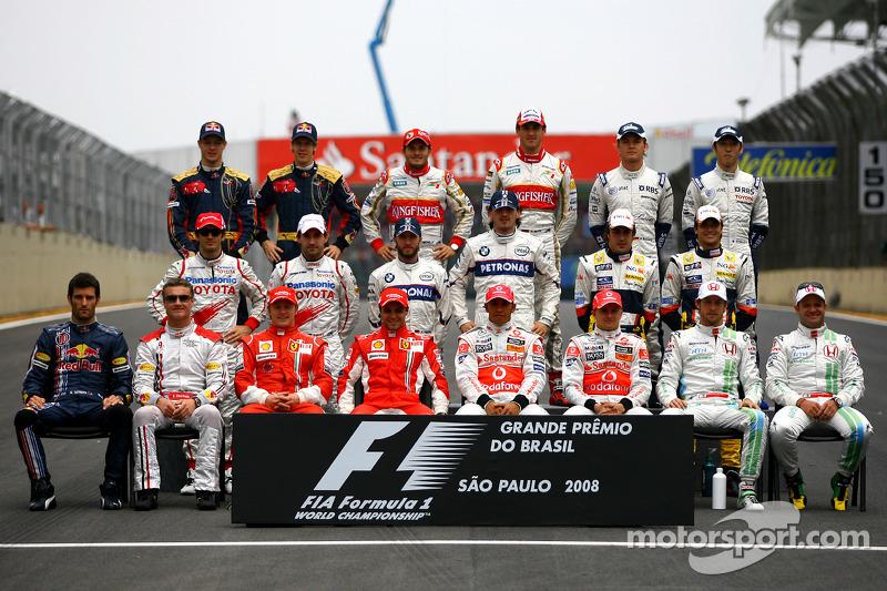 Foto dos pilotos em grupo