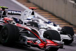 Heikki Kovalainen, McLaren Mercedes, Nick Heidfeld, BMW Sauber F1 Team