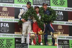 Podium: Ganador, Keisuke Kunimoto, segundo, Edoardo Mortara, tercero, Brendon Hartley