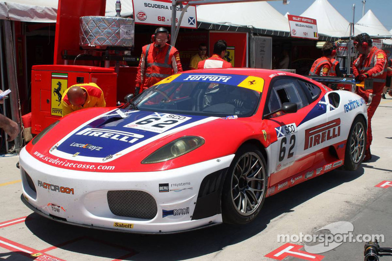 #62 Scuderia Ecosse Ferrari F430: Fabio Babini, Jamie Davies in the pits