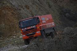 Team de Rooy: Hans Bekx, Tonnie Maessen, Edwin Willems test the GINAF X2223 rally truck