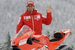 Вітторіано Гуарескі з новим Ducati Desmosedici GP9