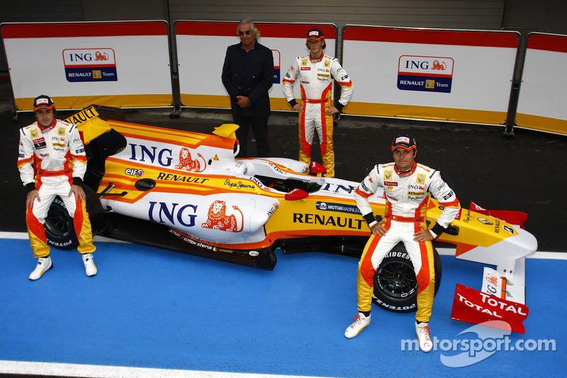Fernando Alonso, Flavio Briatore, Romain Grosjean ve Nelson A. Piquet ve yeni Renault R29