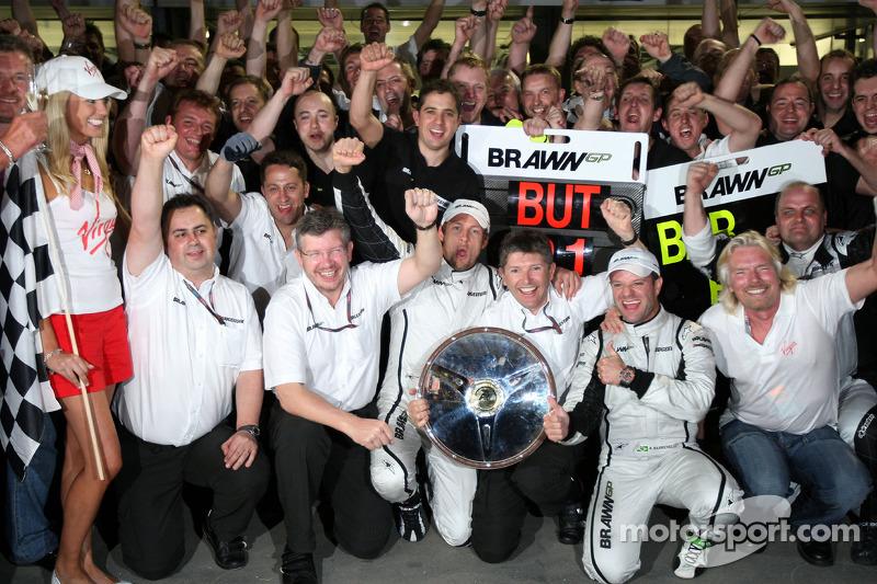 Ross Brawn Team Principal, Brawn GP, Jenson Button, Brawn GP, Rubens Barrichello, Brawn GP, Nick Fry, Brawn GP, Chief Executive Officer , Sir Richard Branson, Virgin Group CEO