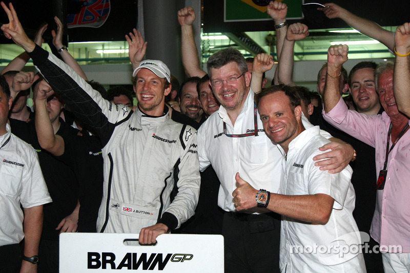 Brawn GP celebrations: Jenson Button, Brawn GP, Ross Brawn Brawn GP Team Principal, Rubens Barrichel
