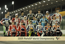 Photoshoot: 2009 MotoGP riders group shot