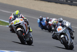 Тони Элиас, San Carlo Honda Gresini, и Юки Такахаши, Scot Racing Team MotoGP
