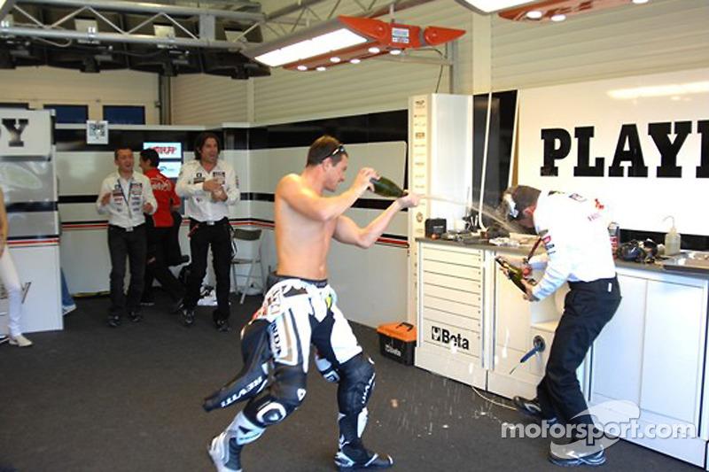 Cuarto lugar Randy De Puniet, celebra el LCR Honda MotoGP